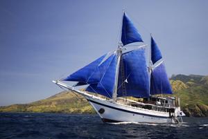 帆船・コモドダンサー号と朗らかな仲間たち